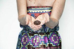 amulet ščiti tistega, ki ga nosi in verjame v njegovo moč